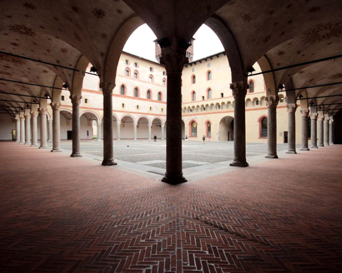 Museo del Castello Sforzesco di Milano: particolare del cortile interno